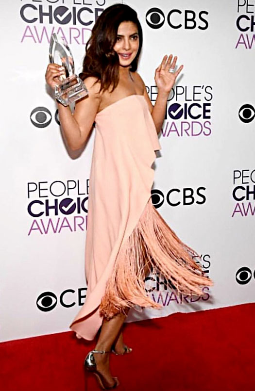 priyanka-chopra-wins-2nd-peoples-choice-award-2017-for-quantico-3