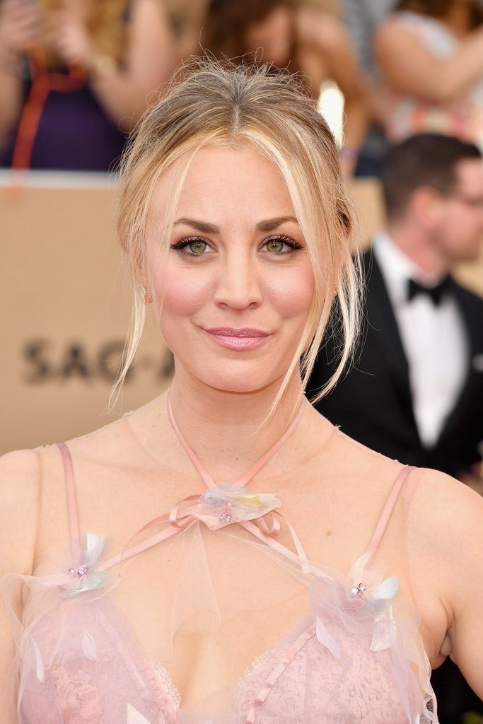 kaley-cuoco-marchesa-dress-2017-sag-awards-1