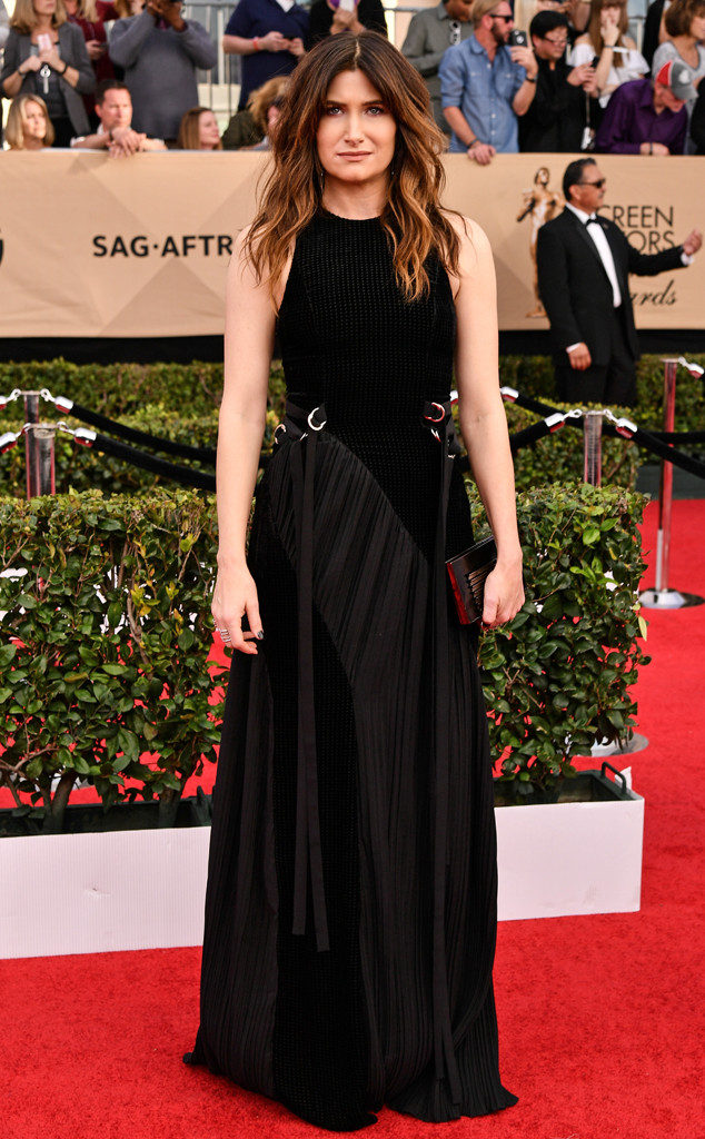 rs_634x1024-170129155139-634-kathryn-hahn-sag-awards-2017